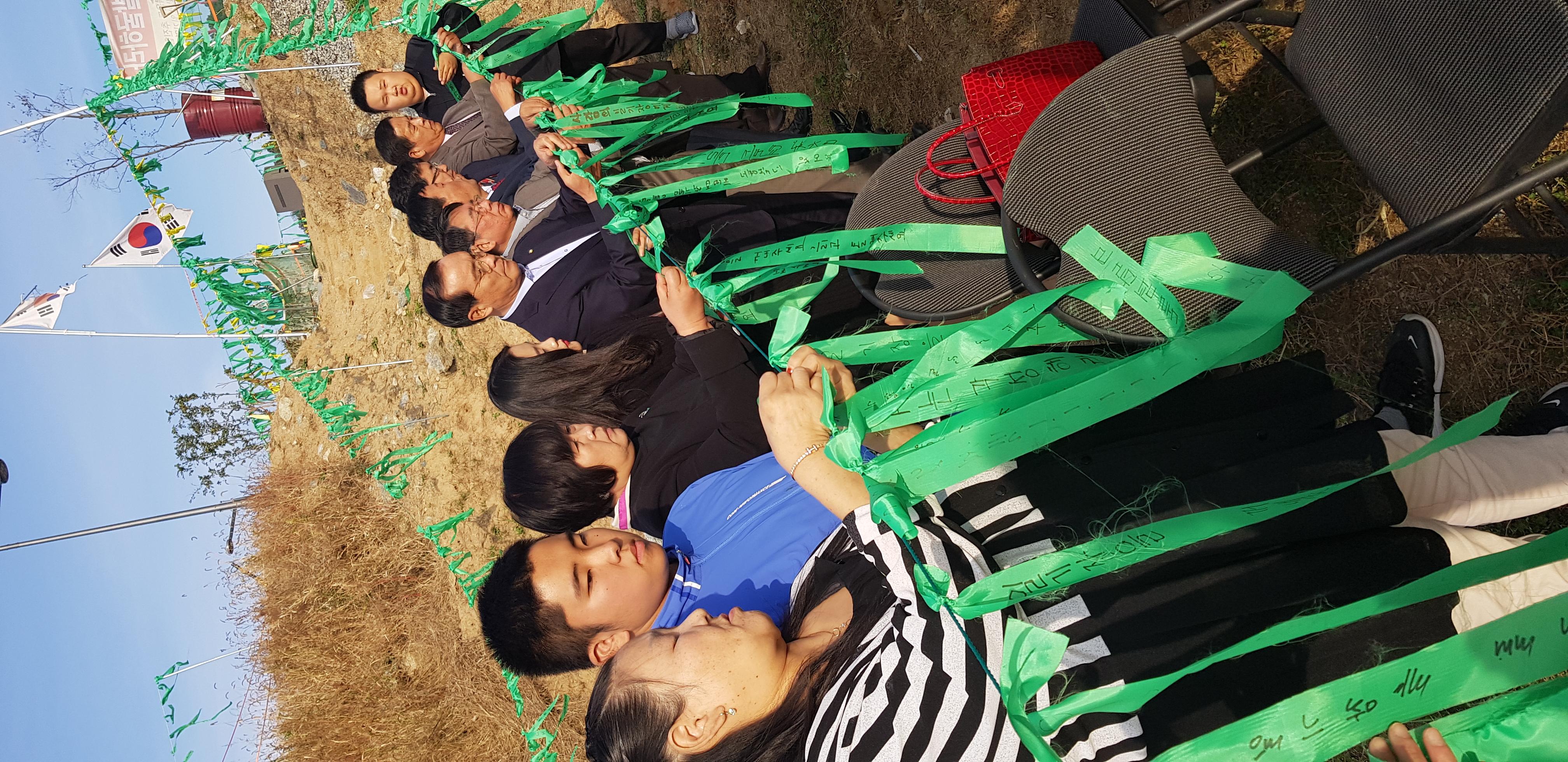 사랑의 일기 박믈관 대참사 3년,  김중록 바른미래당 국회의원 일행은 지난 26일  사랑의 일기 박물관 재 건립을 희망하는 가족 등 50여명과 함께 초록희망리본 달기에 동참했다.  서중권 기자
