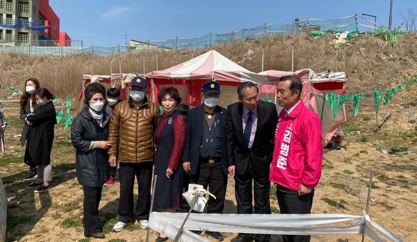 사랑의 일기 연수원 옛터를 방문한 통합당 김병준 후보,